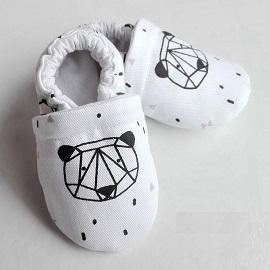Cadeau bébé fait main chaussons ours graphique